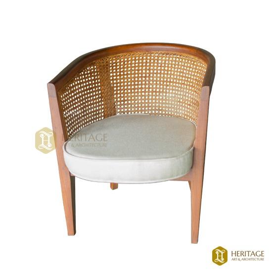 Curved Cushion Chair