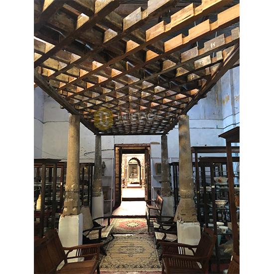 Diamond Style Open Corridor
